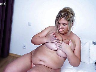 大乳房成熟媽媽工作她的海狸