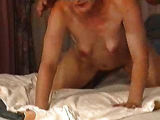長毛的成熟土耳其婦女與小空的鬆弛乳房2