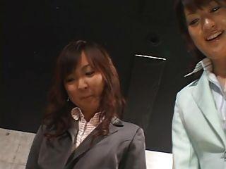 5日本女孩給footjob