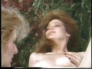 jacqueline larians誘惑,然後martubates一個熱的女孩,舔她的陰部