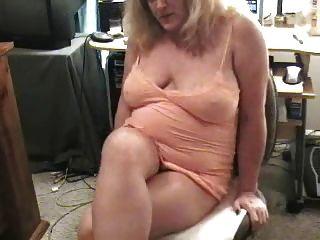 骯髒的奶奶放屁在凸輪上