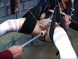 可愛,成熟的紅發男孩得到她的貓在性交鞦韆玩弄