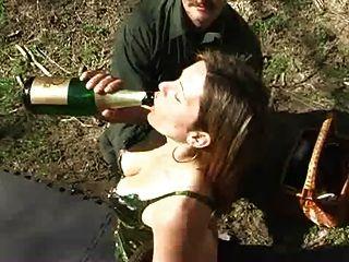 打屁股和香檳灌腸
