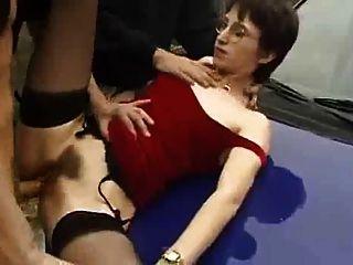 法國女人喜歡吮吸和他媽的在公共場合