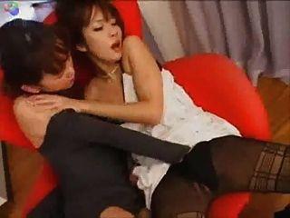 日本女同性戀的椅子親吻