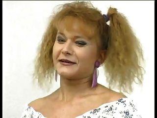 鑄造毛茸茸的女孩