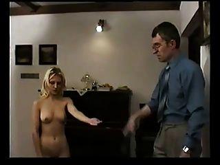 捷克的金發女郎打屁股的老師