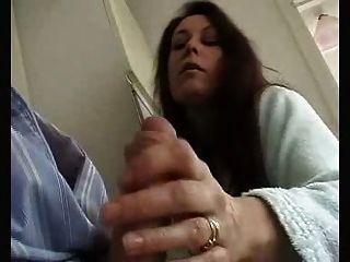 英國的妻子給感性的屁股和吸吮王者!