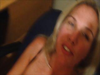 妻子cums與暨在她的面孔