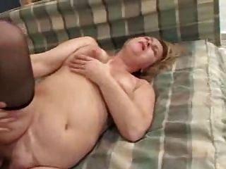 un jeune homme seduit sa grande mere由clessemperor