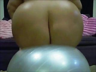 emo bbw barbi玩偶在瑜伽球彈起