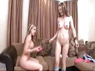 年輕的女同性戀者手指&玩具到性高潮courtney&jesse