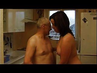 法國鑄造99黑髮肛門成熟媽媽milf和老人