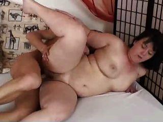 更胖的黑妞手淫和他媽的與年輕