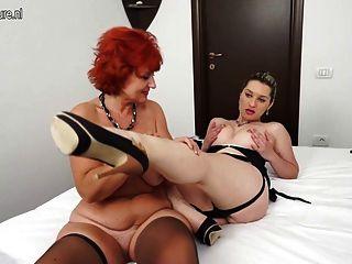 熱的女孩和一個紅頭髮人成熟媽媽有偉大的女同性戀的性別
