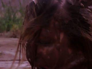 女孩在泥中羞辱2