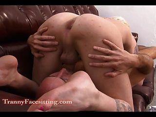變性者護士舔和腳崇拜與肛門性交