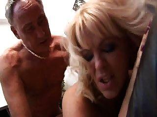 英國蕩婦starr得到了在漁網的屁股