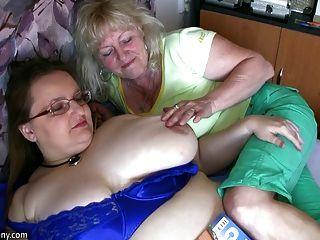 自慰在賭注hardcor的胖的老婆婆和老奶奶