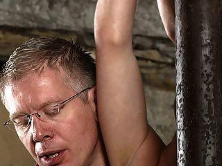 bdsm奴隸男孩綁起來和擠奶schwule jungs