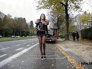 永恆的妓女在極端20厘米高跟鞋和氨綸裙子