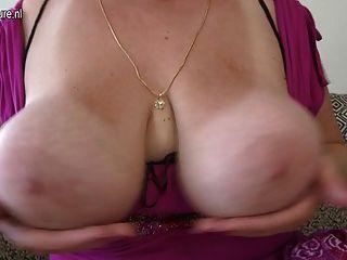 華麗的媽媽與胖屁股和巨大的山雀