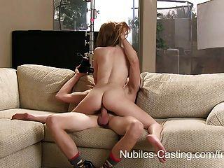 nubiles鑄造他能說服她他媽的相機嗎?