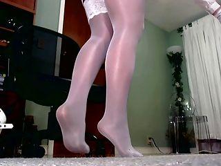 閃亮絲襪在緊身衣