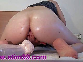 極端雙他媽的孔大假陽具的陰部和肛門