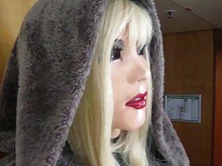 可愛的乳膠娃娃mia出去