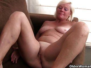 比利時奶奶喜歡自慰在褲襪
