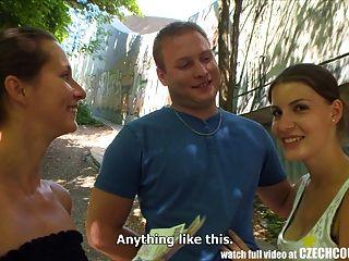 捷克夫婦年輕夫婦花錢公共foursome