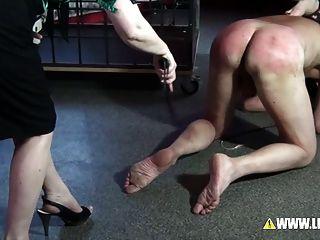 漢堡最好的酷刑懲罰由2個女主人