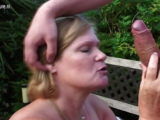 熱的英國主婦媽媽有性戶外