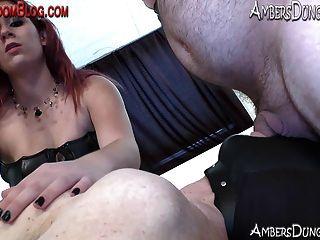 綁定的雙性男孩舔陰部和屁股