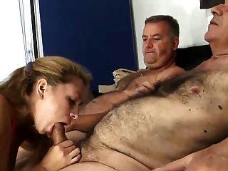 2老毛男人他媽的年輕妻子