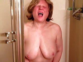 瑪麗cums soooo硬在淋浴