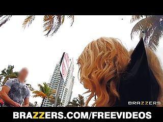 brazzers&alexis monroe給公共他媽的新的扭曲