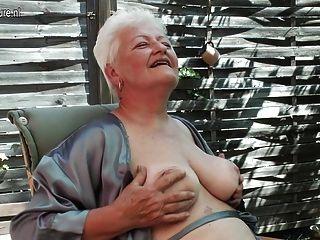 老婆吸煙和指法她的老unt子