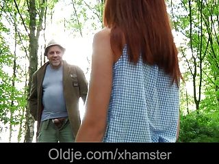 變態老轟炸手淫放蕩青少年在森林裡
