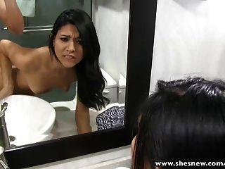 shesnew他媽的我的苗條女朋友在浴室裡