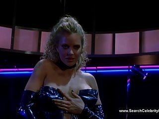 克里斯汀·鮑爾裸體跳舞在藍鬣蜥(2000)