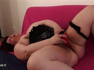 大脂肪成熟蕩婦母親和她自己一起玩