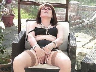 英國媽媽邀請你檢查她的陰道