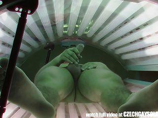 隱藏間諜相機在公共日光浴室