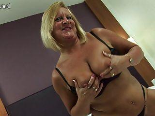 熱的英國老奶奶仍喜歡他媽的她的unt子