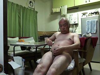 日本老人好感覺人甚至接觸乳頭