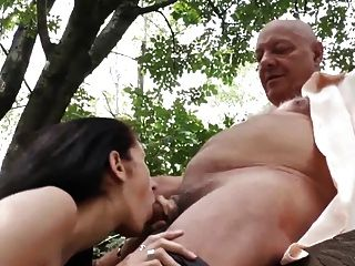 角質老人勾引懷孕的鄰居妻子