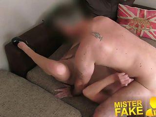 misterfake生氣的丈夫中斷他媽的他的妻子