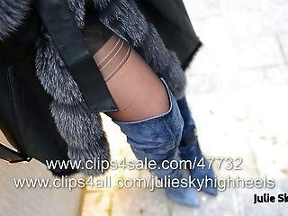 最性感的女孩在overknee靴子裸體在furcoat